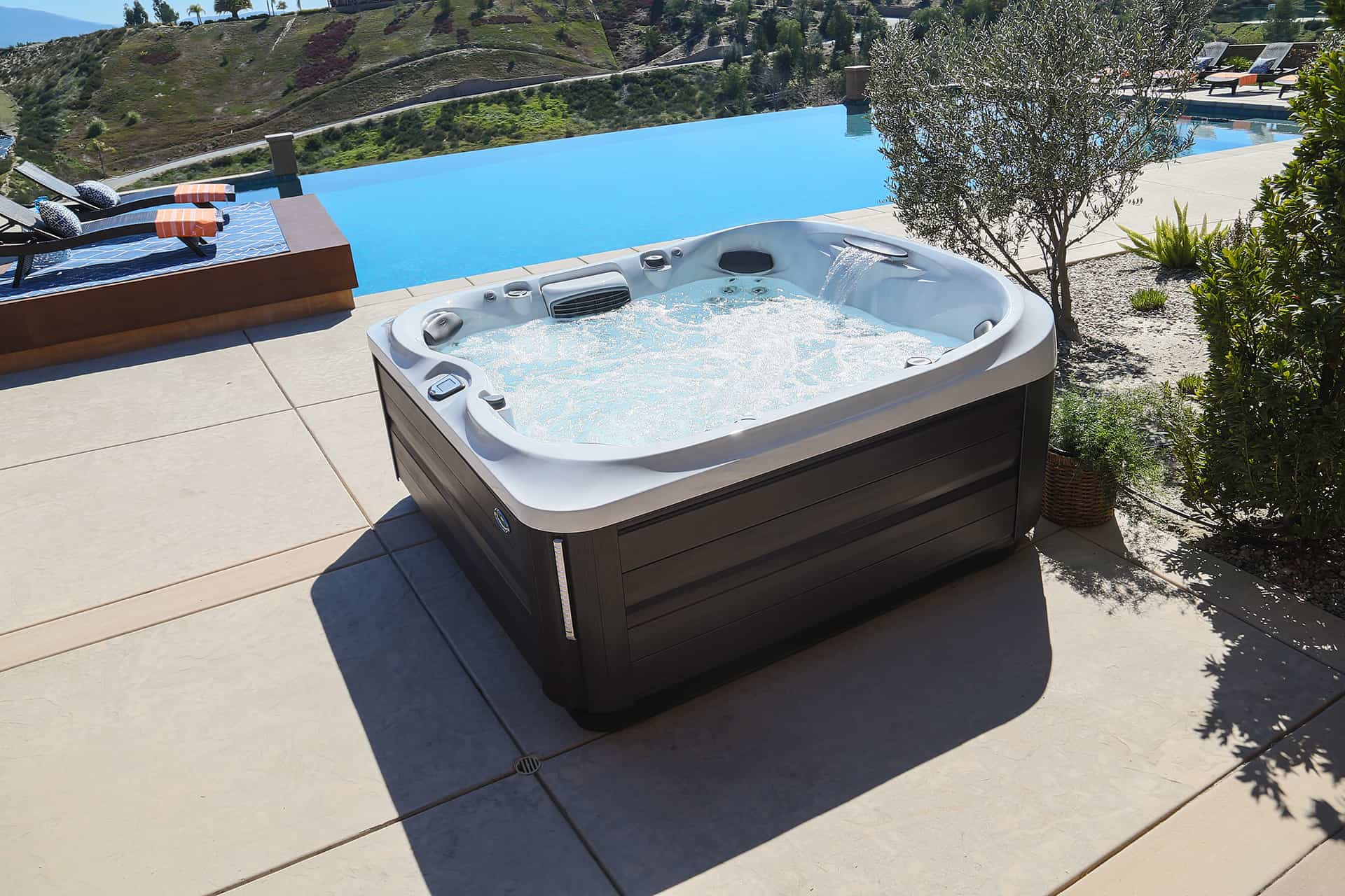 Jacuzzi hot tub next to pool in Ocala Florida